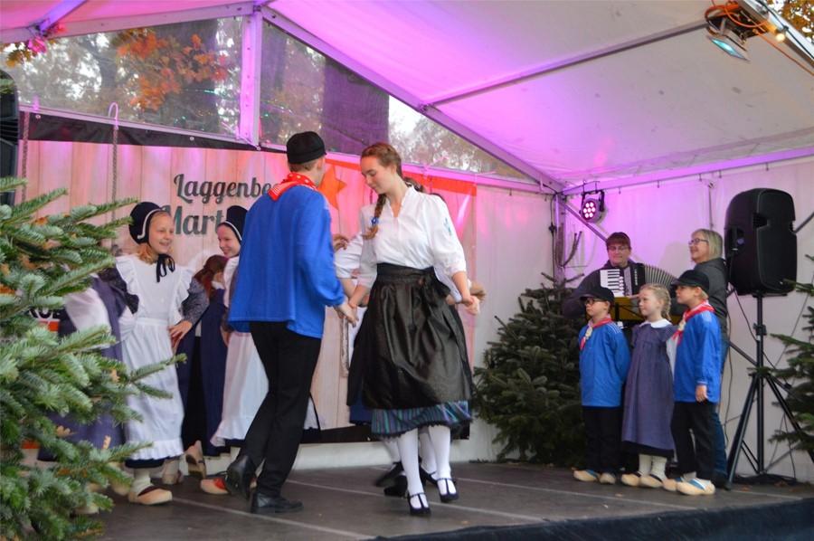 Ein buntes Programm gab es beim Martinimarkt in Laggenbeck, hier die Volkstanzgruppe Laggenbeck.