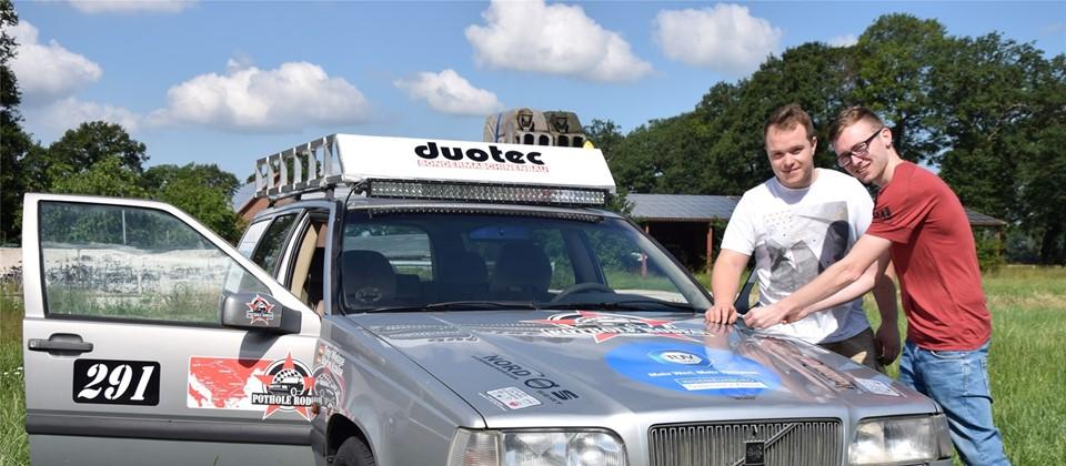 6ef52f9da6 Timo Wielage und Marcel Krause gehen mit einem 24 Jahre alten Volvo-Kombi  auf eine