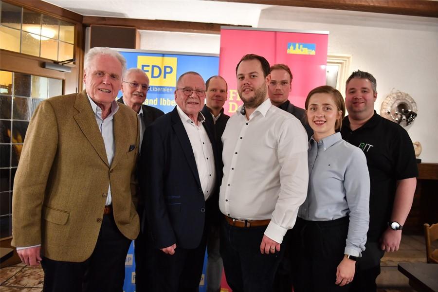 Gemeinsam die Zukunft im Blick: der Vorstand des FDP-Stadtverbandes Ibbenbüren. Rainer Fischer und Christian Markert stehen als Vorsitzender und stellvertretender Vorsitzender an der Spitze des Ortsverbandes.